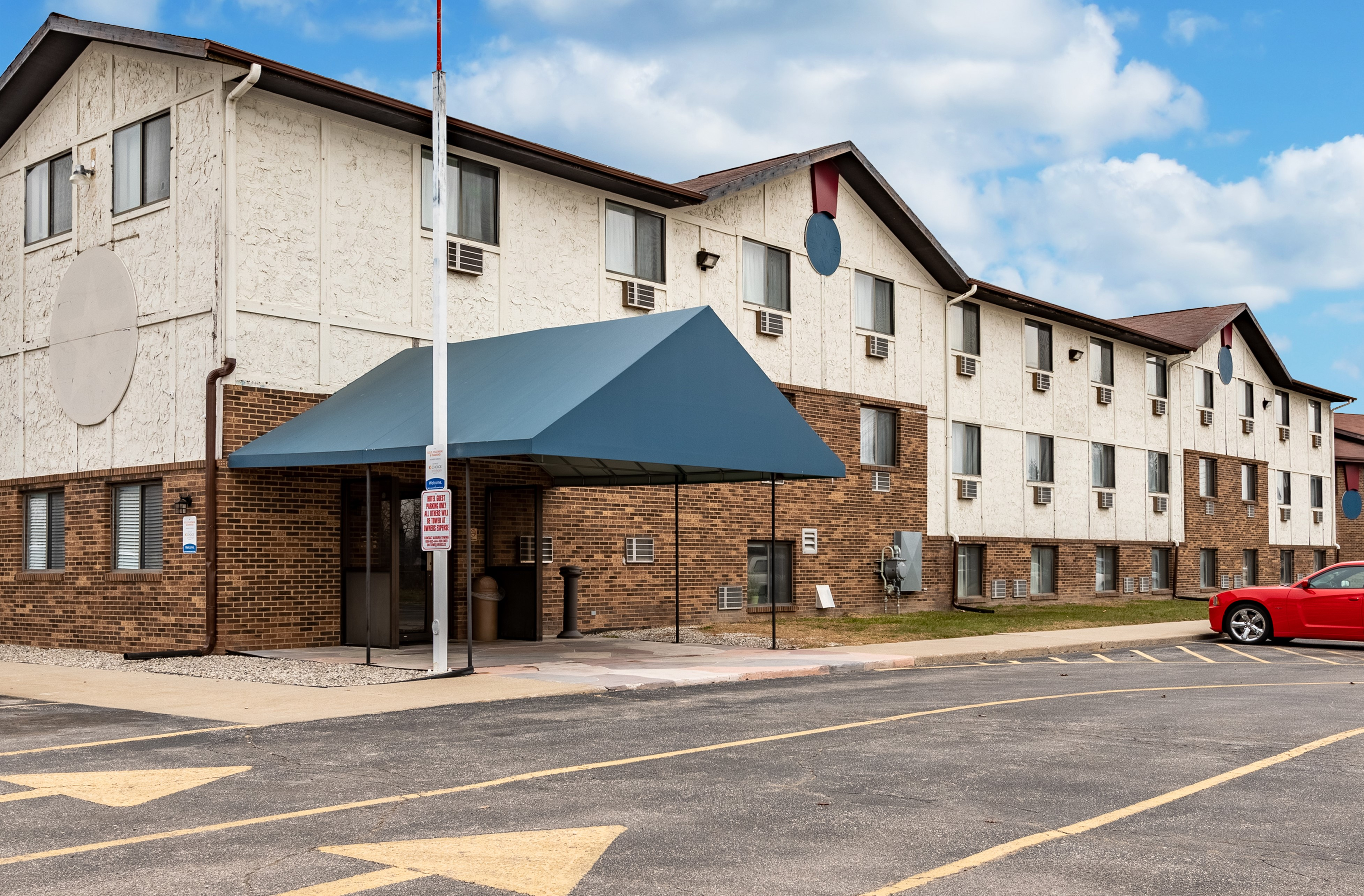 EconoLodge Inn &Suites